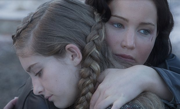 Katniss_hugs_Prim_in_new_still_from_The_Hunger_Games__Catching_Fire